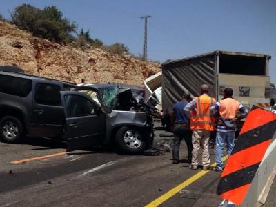 תאונה קשה ליד צומת קדרים, מאמצים לחלץ לכודים