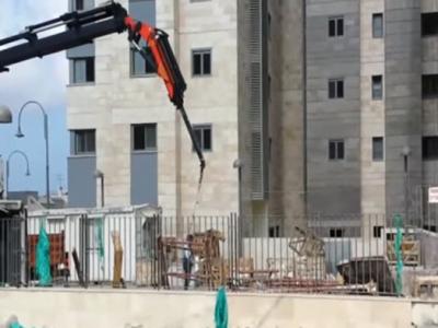 עפולה פועל בניין נפל מגובה, מצבו קשה