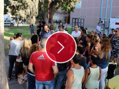"""מפגינים מול עיריית עפולה: """"טפלו בגן המוזנח"""""""