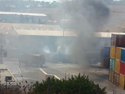 """שריפה באזיור התעשייה מגדל העמק. צילום: דובר כב""""א"""