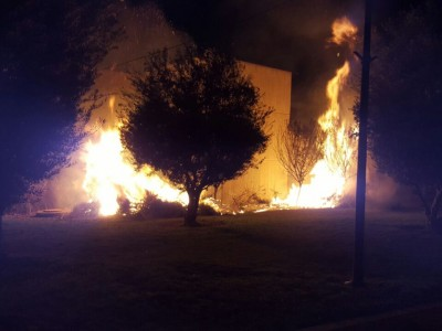 שריפת קוצים השתוללה בסמוך לספריה העירונית בעפולה