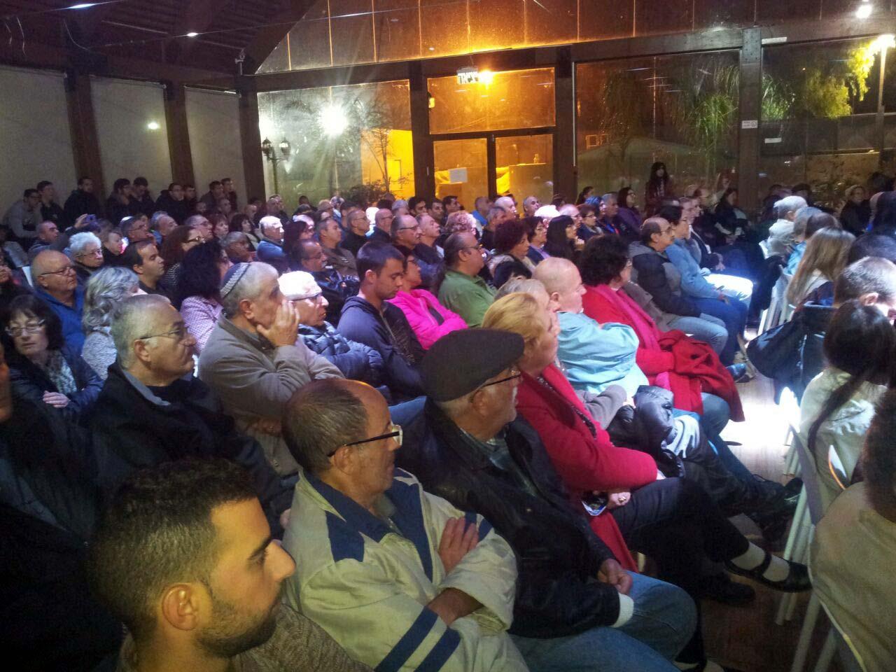 קהל רב בא לשמוע את לפיד באולמי ה-W בעפולה