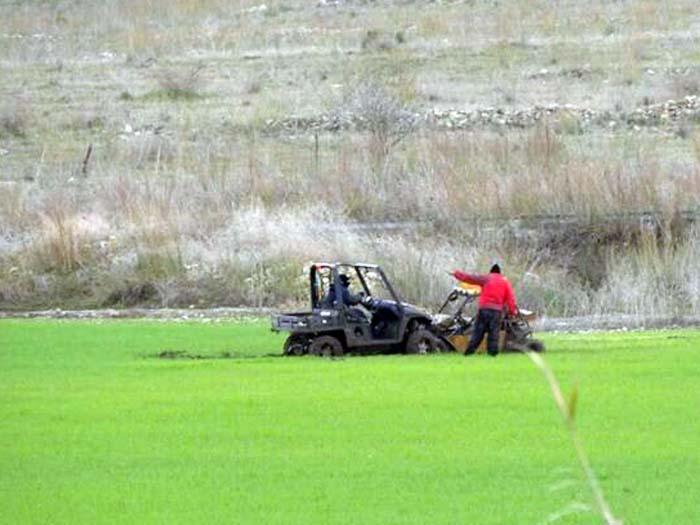 רככבי הטרקטורנים רומסים גידולים בשדות החקלאיים.באדיבות השומר החדש