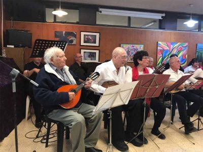"""בגיל 91: אפרים רוזן מקיבוץ שריד """"תלה"""" את המנדולינה"""