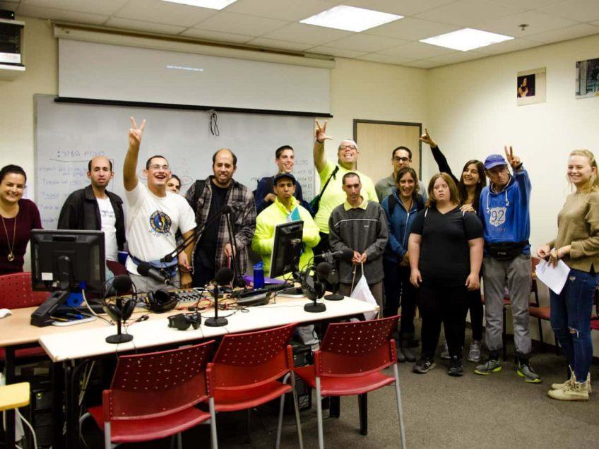 כמו כולם: דיירי כפר תקווה בקורס רדיו במכללת אורנים
