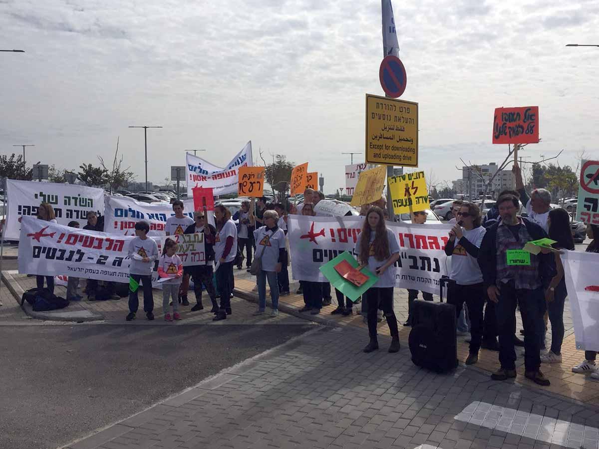 מפגינים מהעמק שמחו במהלך הטקס נגד הקמת שדה תעופה בינלאומי ברמת דוד