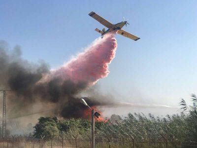 עמק המעיינות: צוותי כיבוי ומטוסים נלחמים בשריפה המשתוללת בכפר רופין