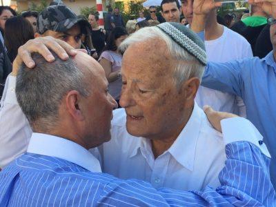 """אבי אלקבץ: """"נגמר הפחד, באנו לכאן להשכין שלום"""""""