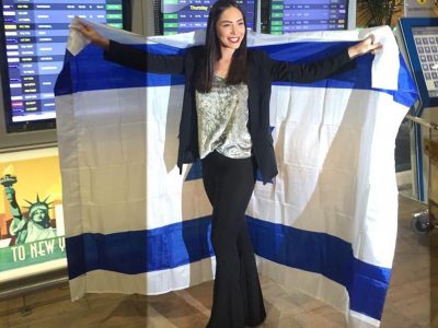 """""""יש לי געגועים עזים הביתה"""": ניקול רזניקוב מתכוננת לתחרות מיס יוניברס"""