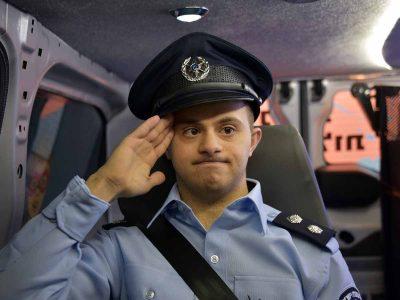 """באהבה: השוטרים הגשימו משאלה לראמה ו-""""קפטן פיראס"""""""