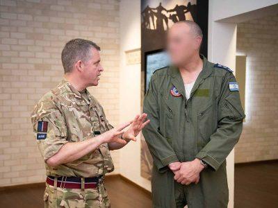 רמת דוד: מפקד הכוחות האוויריים של חיל האוויר הבריטי במזרח התיכון הגיע לביקור בבסיס חיל האוויר