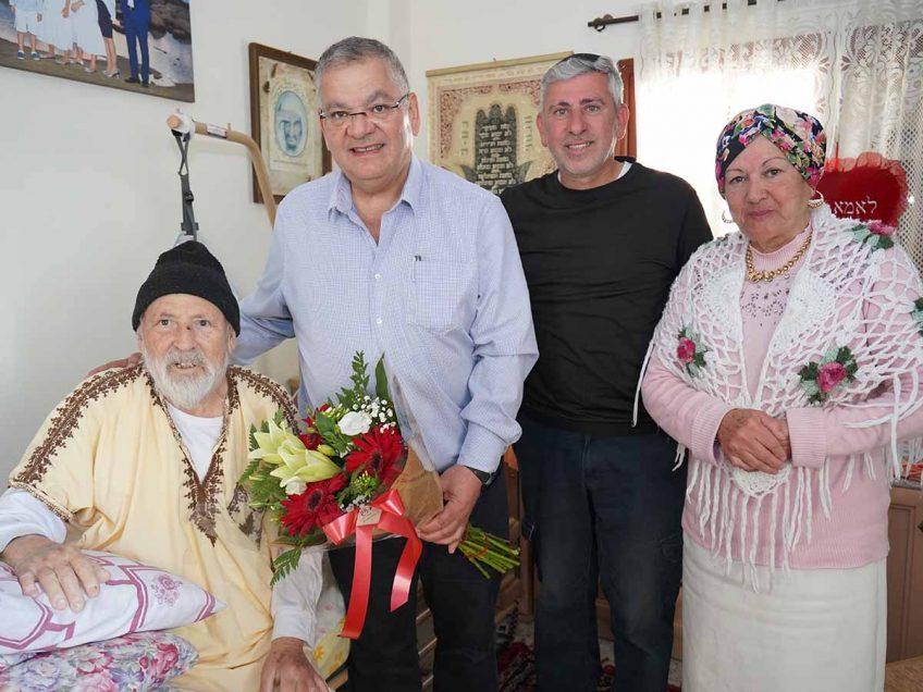 מחזירים אהבה לקשישים במגדל העמק