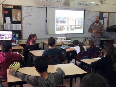 """תלמידי """"אופקים"""" מרחביה יתכננו דגם של בית """"ירוק"""" וחסכוני על פי עקרונות של בנייה ירוקה"""