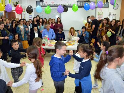 מגדל העמק: ראש העיר והתלמידים חגגו יום הולדת לעולה החדשה