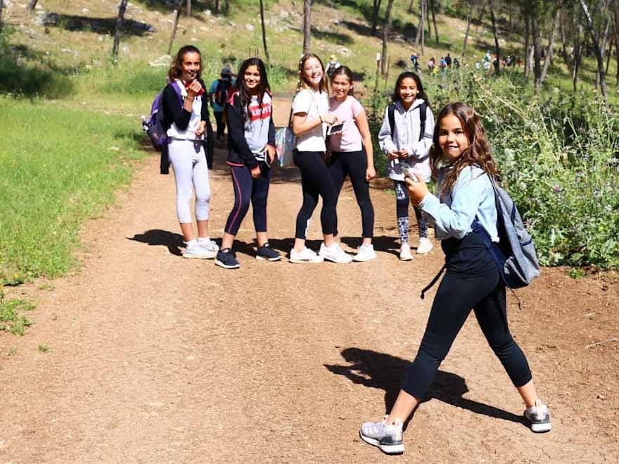 צועדות צעירות בצעדת הגלבוע