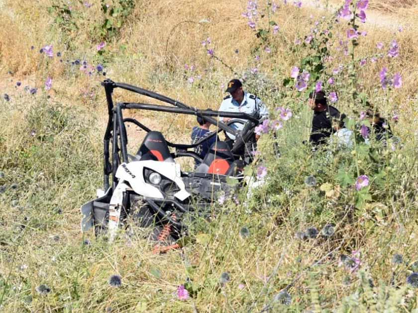 חוקרי משטרת התנועה בודקים את נסיבות התאונה. צילום: דוברות המשטרה
