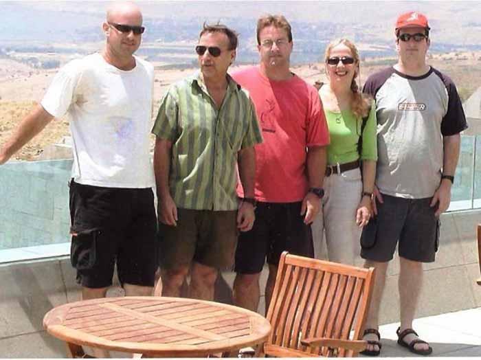 משפחת לוטן. מימין לשמאל: רותם, בתיה, יותם, עמיר ואופיר