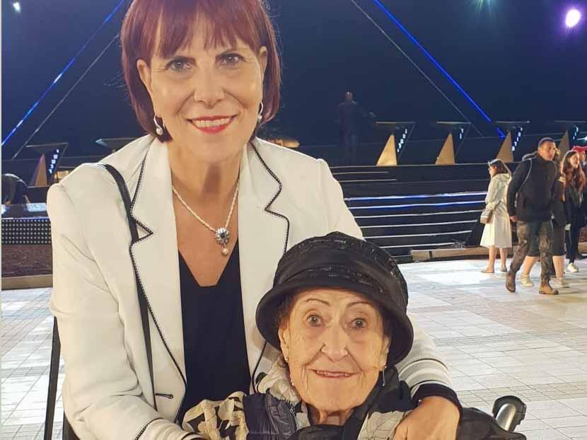 מארי עם בתה ריקי בטקס