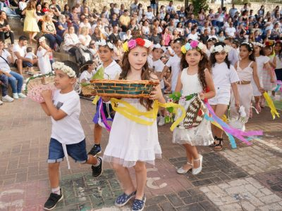 """בסימן נתינה: קהילת בני המנשה חגגו את חג השבועות בביה""""ס """"נופים"""""""