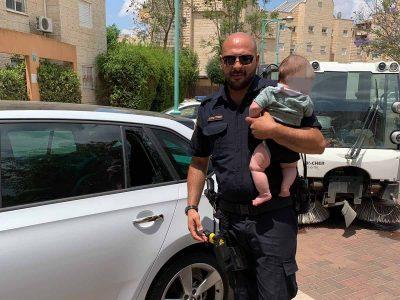 מגדל העמק: תינוק בן 4 חודשים חולץ מרכב שננעל