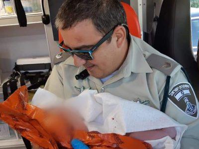 מזל טוב: שוטרי משמר הגבול של משטרת ישראל יילדו אישה