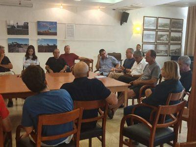 """נהלל: חברי סיעת """"כחול לבן"""" נפגשו עם פורום החקלאים"""